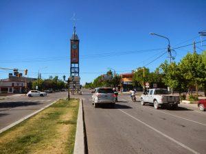 Reloj en la Avenida Principal de Marlargüe