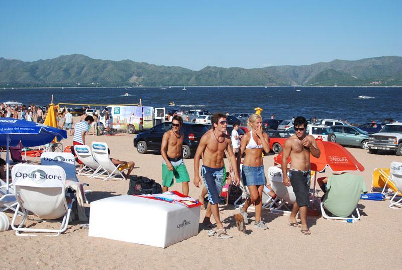 Día de playa en lago San Roque, Villa Carlos Paz