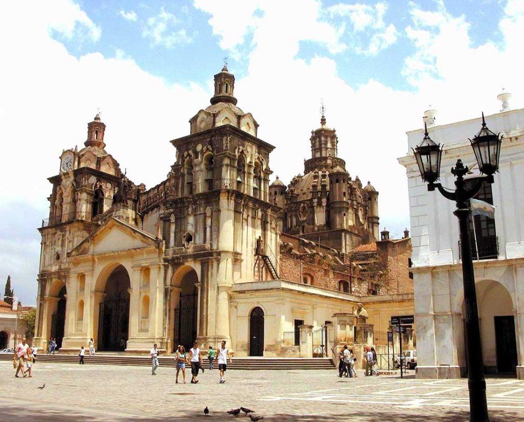 La ciudad de c rdoba capital tripin argentina for Jardines en cordoba capital