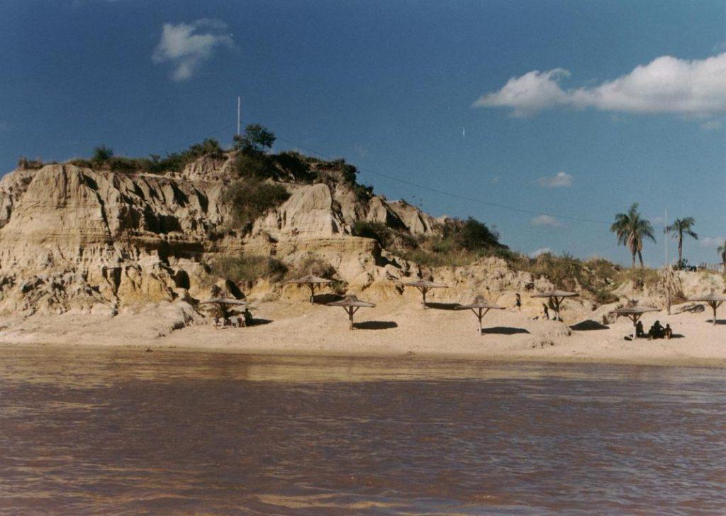 Costa sobre el río Paraná en la ciudad de Empedrado