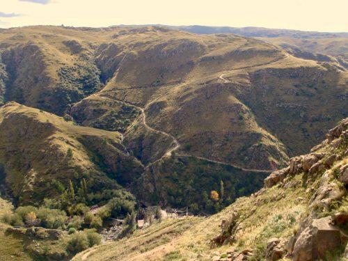 Un Pueblo Escondido en el Cerro Áspero